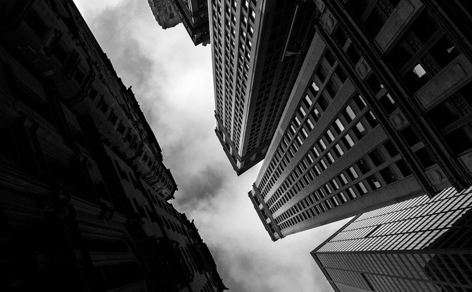 Wall Street, des photos tout en noir et blanc et contre plongé
